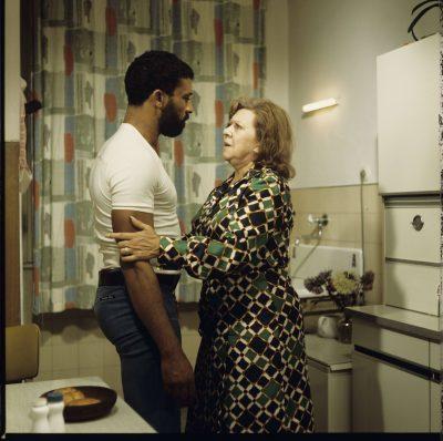Brigitte Mira und El Hedi ben Salem in Angst essen Seele auf,  Regie: Rainer Werner Fassbinder, 1974; © DIF/RWFF / Foto: Peter Gauhe