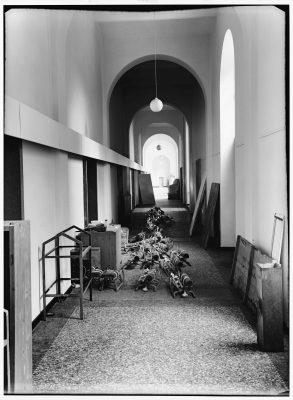 Eva Beuys-Wurmbach, the pack (Das Rudel), 1969, von Joseph Beuys, Installation im Flur der Staatlichen Kunstakademie Düsseldorf, 1969; Museum Schloss Moyland; © Eva Beuys und Joseph Beuys: VG Bild-Kunst, Bonn 2018