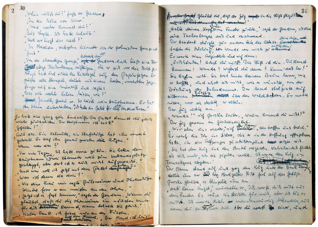 """Siegfried Lenz, Manuskript für den Roman """"Der Überläufer"""", verfasst 1951, erschienen 2016, 21×29,7 cm (im geschlossenen Zustand); Deutsches Literaturarchiv Marbach; © Siegfried Lenz Erben 2016 / Foto: Deutsches Literaturarchiv Marbach"""
