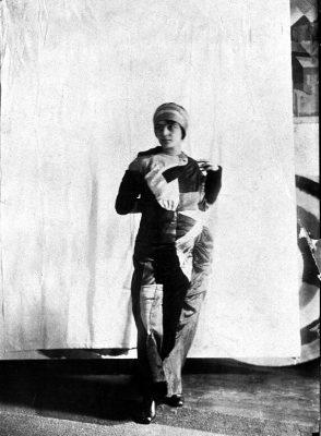 Sonia Delaunay in ihrem Simultankleid, 1913; Kunstmuseen Krefeld; © Pracusa 2018652