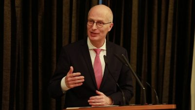 Der Erste Bürgermeister Hamburgs und Stiftungsratsvorsitzende, Dr. Peter Tschentscher, erinnert an die Gründung der Kulturstiftung der Länder und spricht über ihre Rolle in der Kulturpolitik.