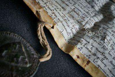 Urkunde aus dem belgischen Zisterzienser-Kloster Val-Dieu, 1255; ULB Bonn; © Volker Lannert/Uni-Bonn