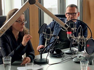 Inés de Castro und Markus Hilgert beim Interview im Deutschlandfunk