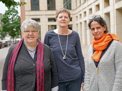 Friederike Hauffe, Silvia Köhler und Gora Jain vom Vorstand des Bundesverbands Künstlernachlässe. © Johannes Fellmann
