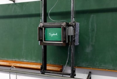 Frank Fietzek, Die Tafel, 1993–1994; ZKM, Karlsruhe. © Frank Fietzek, Foto © ZKM | Zentrum für Kunst und Medien, Foto: ONUK