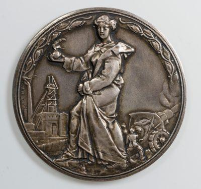 Westfälisch-Anhaltische Sprengstoff AG, Silbermedaille (Vorderseite) 1916, 60,44 mm, 79,74 g; © Kulturstiftung Sachsen-Anhalt Foto: Ulf Dräger