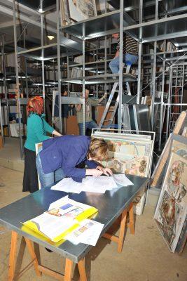 Arbeiten von Norbert Nüssle kommen ins Depot, 2012, Künstlernachlässe Mannheim © Foto: H.-J. Schröder