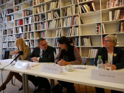 Dr. Britta Kaiser-Schuster, Prof. Dr. Markus Hilgert, Prof. Dr. Gora Jain, Karin Nüssle; Pressekonferenz Künstlervor- und -nachlässe © Foto: Johannes Fellmann