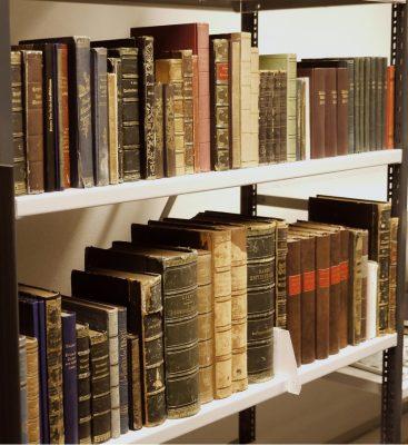 Aufstellung der Handbibliothek Theodor Fontanes im Tresorraum des Theodor-Fontane-Archivs. © Theodor-Fontane-Archiv, Potsdam