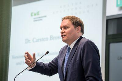 Begrüßung durch Senator Dr. Carsten Brosda, Vorsitzender der Kulturministerkonferenz und Hamburgs Senator der Behörde für Kultur und Medien; Foto: Ralf Rühmeier/KMK