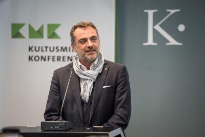 Julian Vonarb, Oberbürgermeister der Stadt Gera, Präsentation Gera; Foto: Ralf Rühmeier/KMK