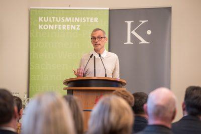 Sylvain Pasqua von der Europäischen Kommission erläutert die Auswahlkriterien; © Kulturstiftung der Länder/Ralf Rühmeier