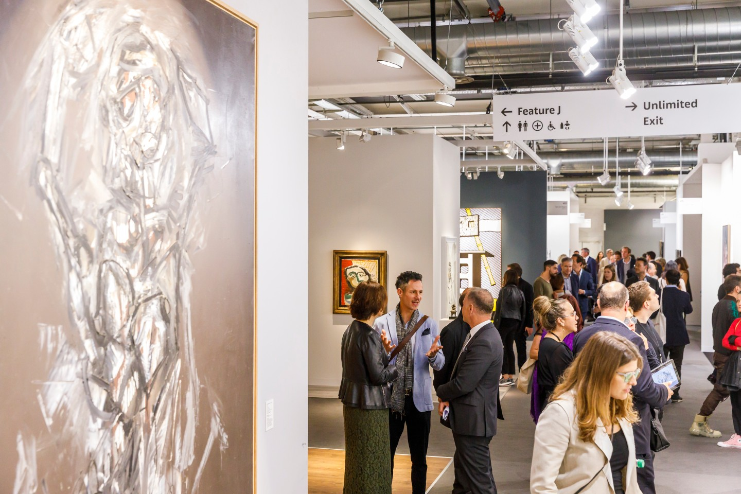 Der Junge Freundeskreis vergibt jährlich Reisestipendien für Volontär*innen zur Besichtigung der international bedeutenden Kunstmesse Art Basel, Foto: © Art Basel