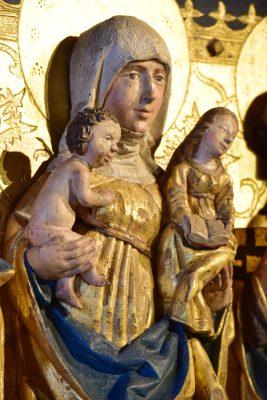 Oberpreilipper Annenaltar, Darstellung von Jesus mit Maria, getragen von Marias Großmutter, Anna Selbtritt, 1498, 122,0 × 128,0 cm × 14,0 cm, © Stadt Saalfeld/Saale