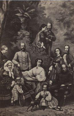 Elisabeth von Österreich-Ungarn umgeben von ihrer Familie, um 1863, Carte de Visite Fotografie nach einem Aquarell, Albuminpapier auf Karton, 8,5 x 5,5 cm, Museum Ludwig, Köln, Foto: Museum Ludwig, Köln