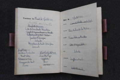Menübuch der englischen Königin Elisabeth II., vom 5. Juni bis 15. Oktober 1959, Mittagessen und Abendessen am 7. Juli 1959. © SLUB Dresden, Ramona Ahlers-Bergner