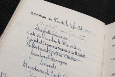 Detail. Menübuch der englischen Königin Elisabeth II., vom 5. Juni bis 15. Oktober 1959, Mittagessen und Abendessen am 7. Juli 1959. © SLUB Dresden, Ramona Ahlers-Bergner