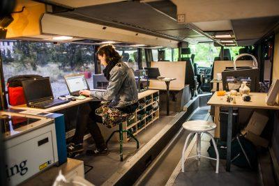 """""""Fabmobil – eine fahrende Kunst- und Digitalwerkstatt für den ländlichen Raum"""" des Constitute e.V. aus Dresden, © Foto: Jakub Purej"""